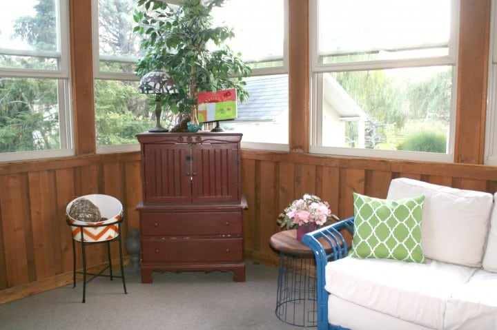sunroom hutch before