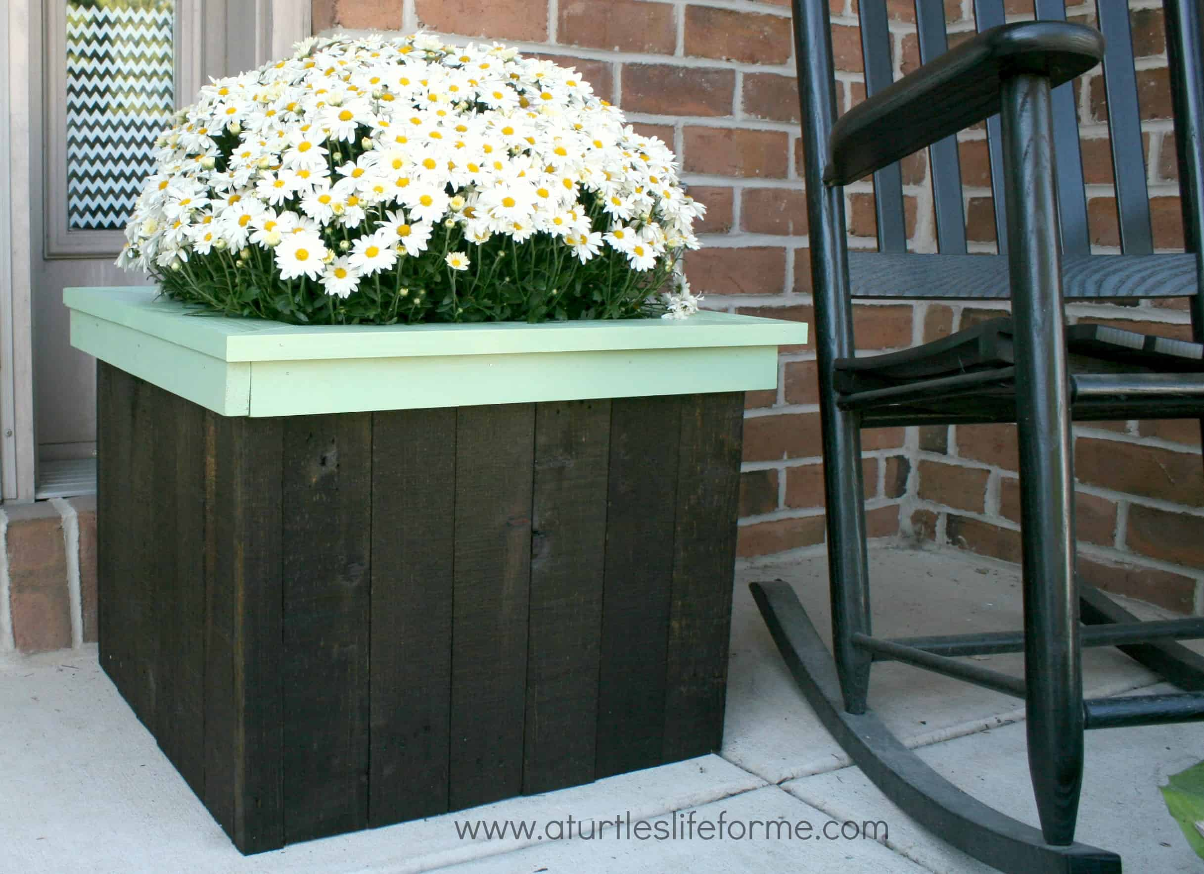 Flower planters from free pallets a turtle 39 s life for me for Making planters from pallets