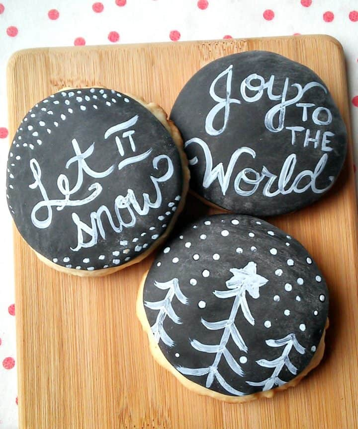 Make these faux chalkboard sugar cookies with fondant and food coloring! So much easier than it looks!