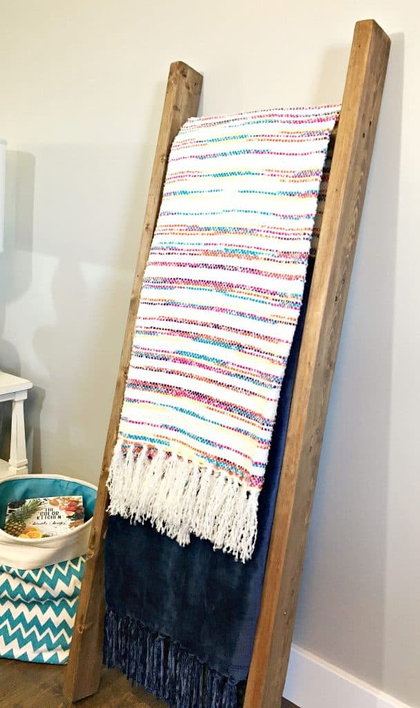 blanket-ladder-made-from-2x4s