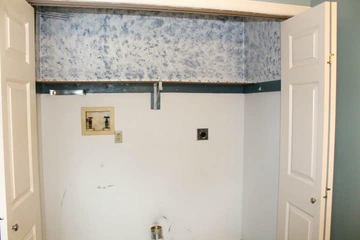 laundry-room-closet-sponge-painting-before