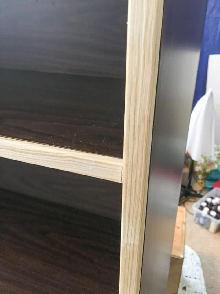 how add trim to a laminate bookshelf to make it look built in