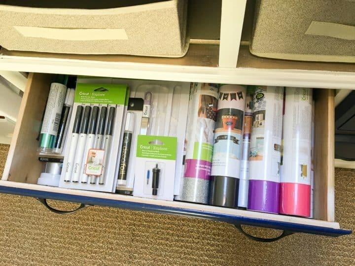 vinyl organization in office