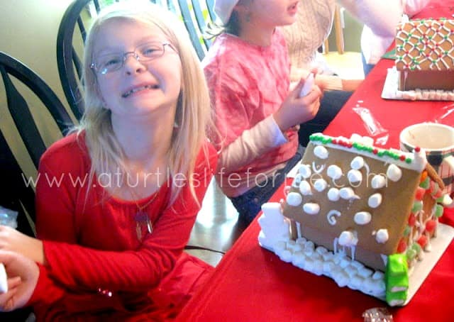 christmas gingerbread house decorating1