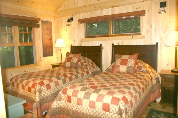 migis lodge maine twin bedroom