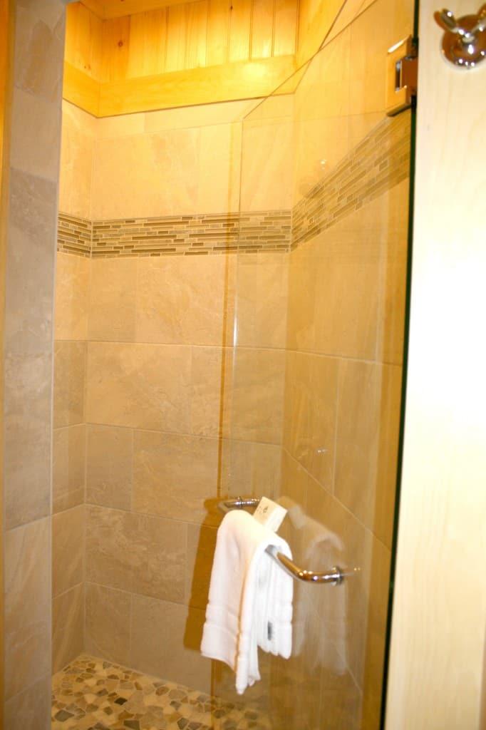 migis lodge master shower