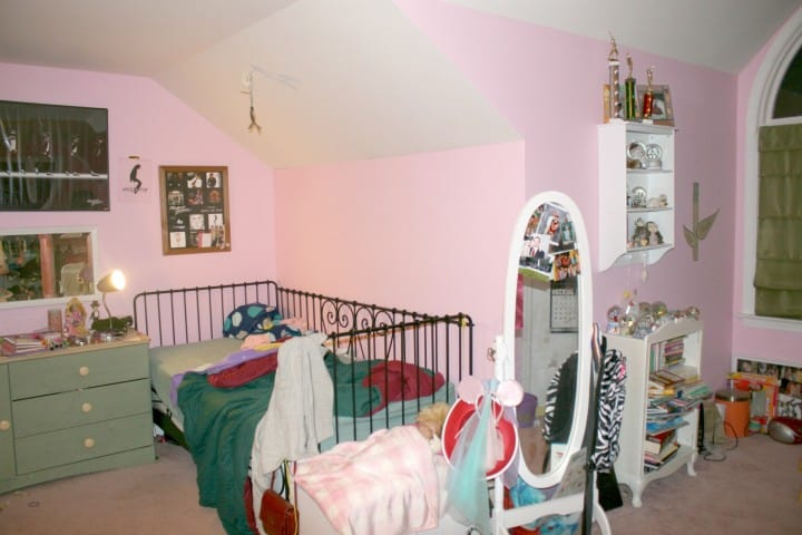 Emma's pink bedroom daybed