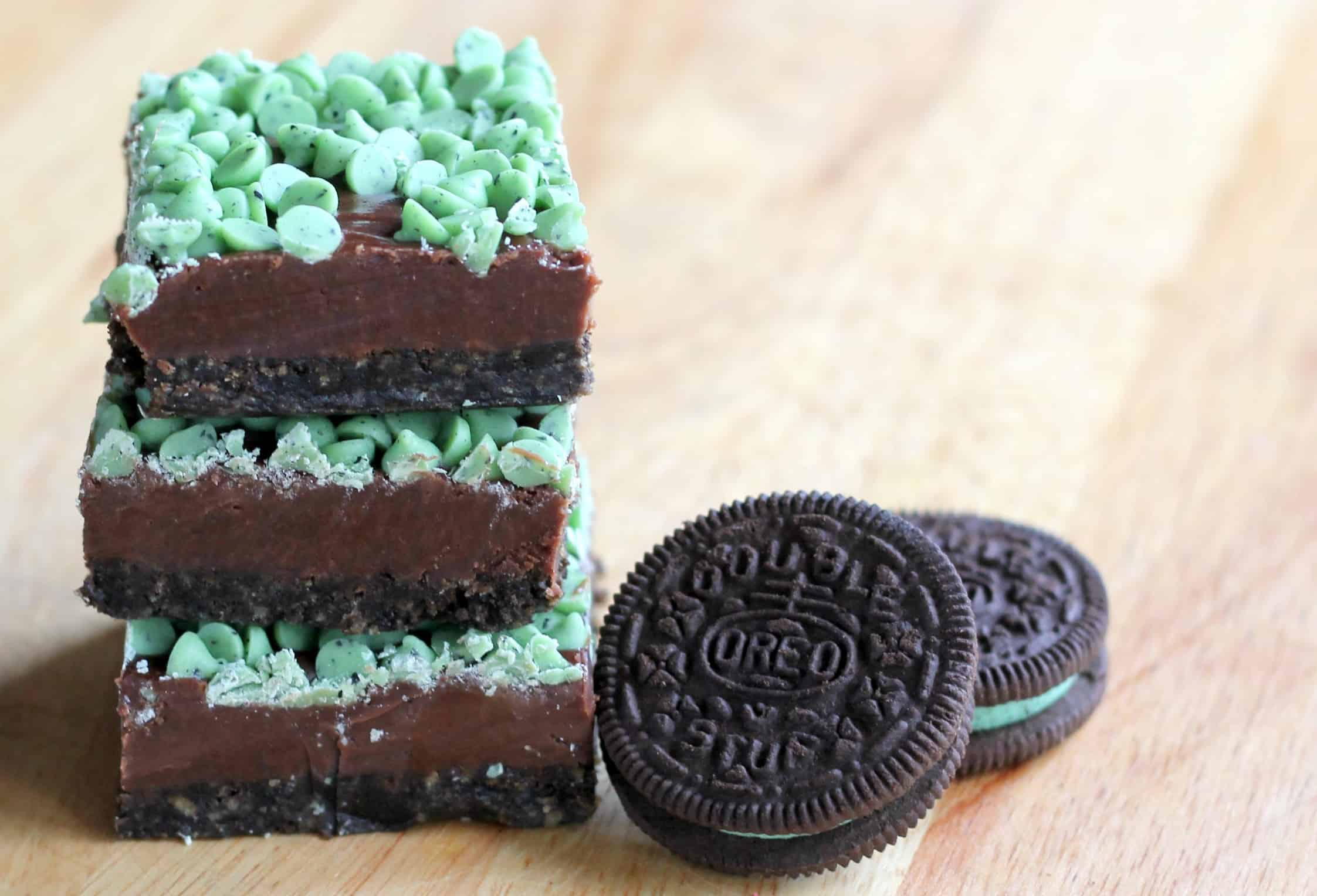 Mint Chocolate Chip Fudge Bars with Oreos