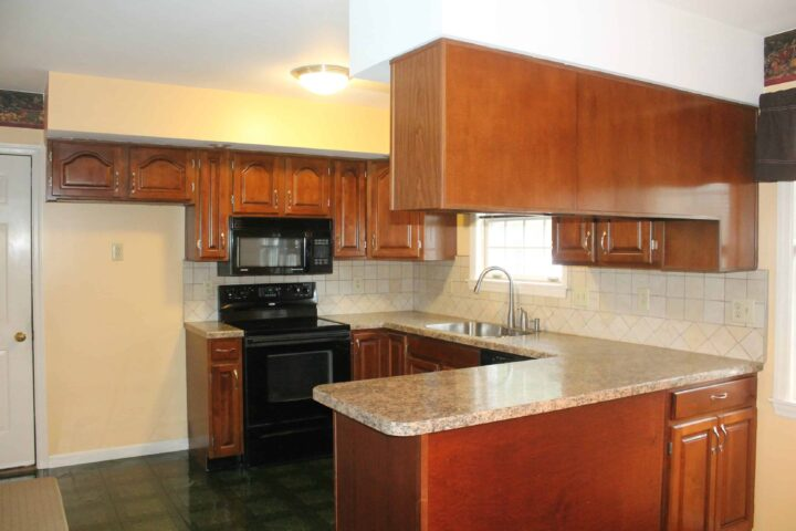 kitchen before renovations