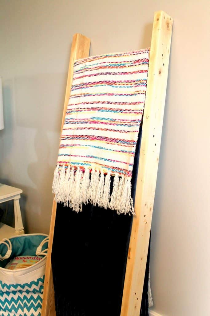 wooden-blanket-ladder-from-2x4s