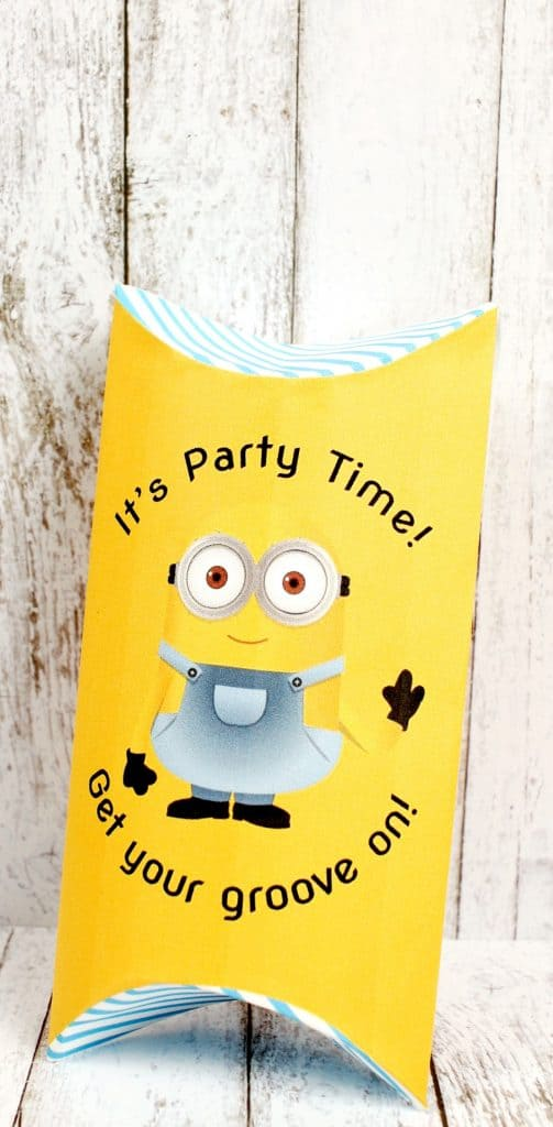 Print off these free printable Minions pillow boxes for gift cards and other small gifts! Perfect for stocking stuffers or favors at a party!