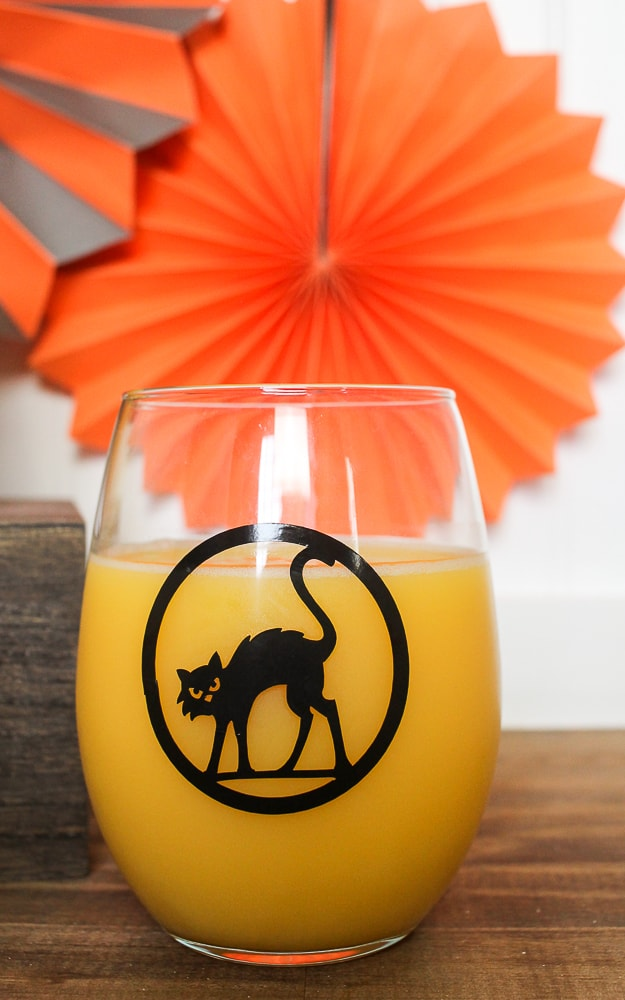 DIY Halloween drinking glasses with Cricut