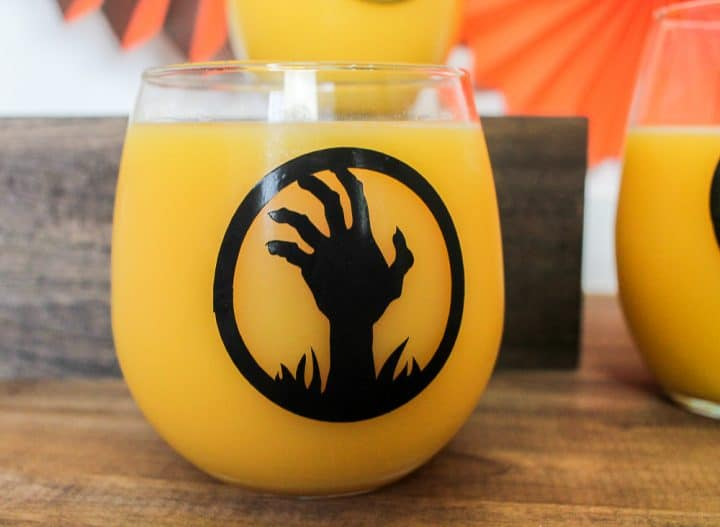 DIY Halloween glasses mugs with Cricut
