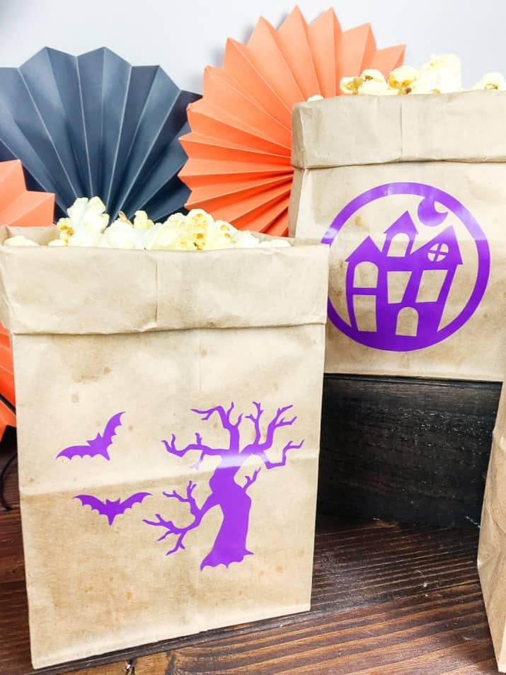 how to make Halloween favor bags with cricut vinyl