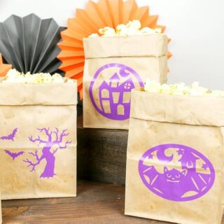 how to make Halloween popcorn bags with cricut vinyl