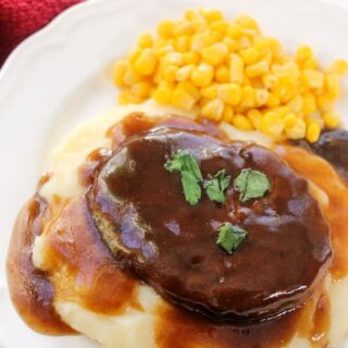 salisbury steak dinner gravy mashed potatoes