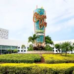 the welcome sign for Cabana Bay Beach resort in Universal Studios
