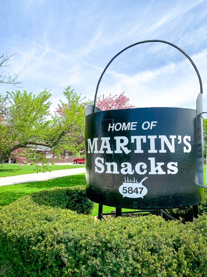 oversized kettle that says Martin's Snacks for a roadside attraction
